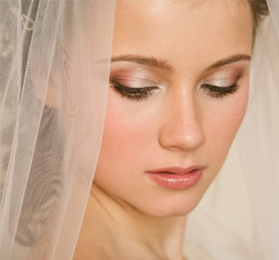 How To Do Your Makeup For Wedding Day : Your skin should look natural and flawless on your wedding ...